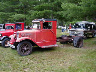 Red 1932 International truck with no bad and dual rear wheels